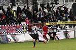 Fotbalisté Sigmy Hodolany (v bílo-černém) porazili Červenku 1:0.