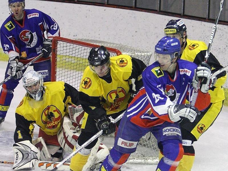 Uničovští hokejisté (ve žlutém). Ilustrační foto.