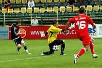 Ve druhém kole MSFL porazili fotbalisté 1. HFK Olomouc (v černém) SK Líšeň 4:1.