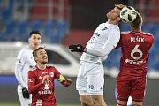 Utkání 19. kola první fotbalové ligy: Baník Ostrava - Sigma Olomouc, 14. prosince 2018 v Ostravě. Na snímku (zprava) Jakub Plšek a Jakub Šašinka.