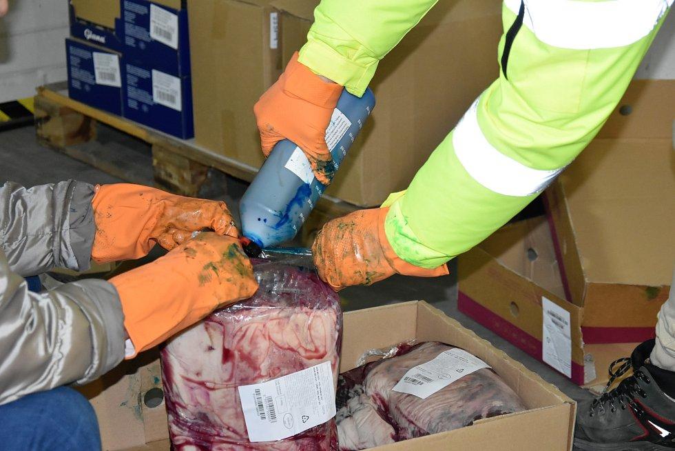 Další várku závadného hovězího z Polska likvidovala hygiena v Olomouci