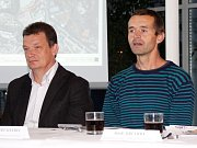 Zleva Zbyněk Svozil, Robert Knebel. Představení projektu slalomového kanálu na Mlýnském potoce u obchodního centra Šantovka