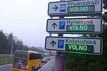 Naváděcí cedule k parkovištím v Olomouci