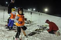 Ski areál v Hlubočkách - večerní lyžařské závody v obřím slalomu pro celou rodinu