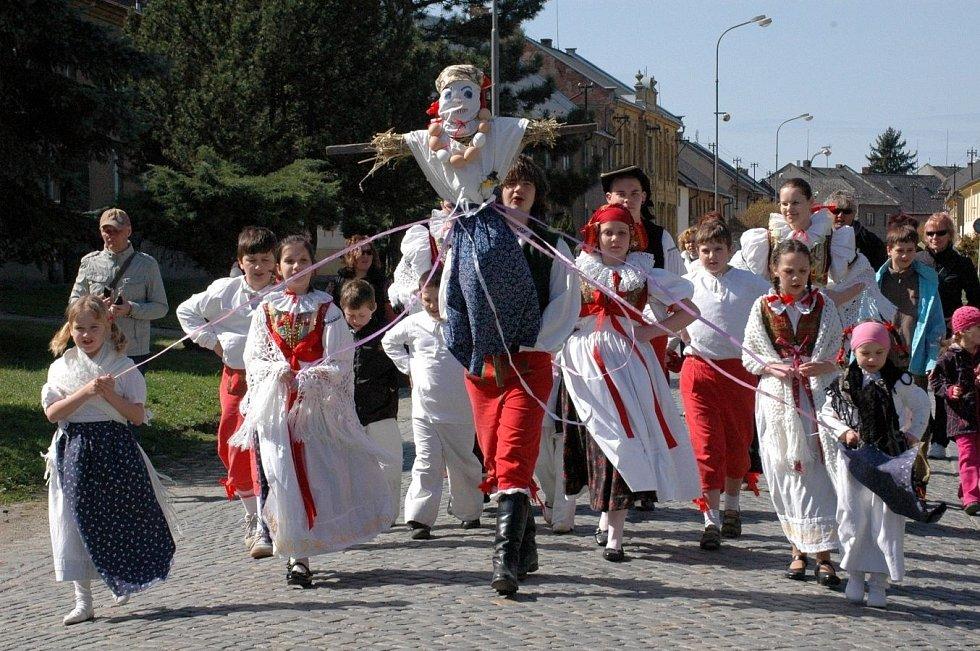 Vynášení zimy v Příkazích na Olomoucku, duben 2011