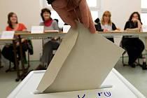 Krajské volby v Olomouci: volební místnost v Hejčíně