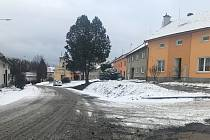 Ulice v Charvátech, části Čertoryje, přestalo hyzdit zastaralé elektrické vedení. Z domů a veřejného prostranství bylo odstraněno a nahrazeno kabelovým uloženým v zemi. Obec také investovala do moderního veřejného osvětlení.