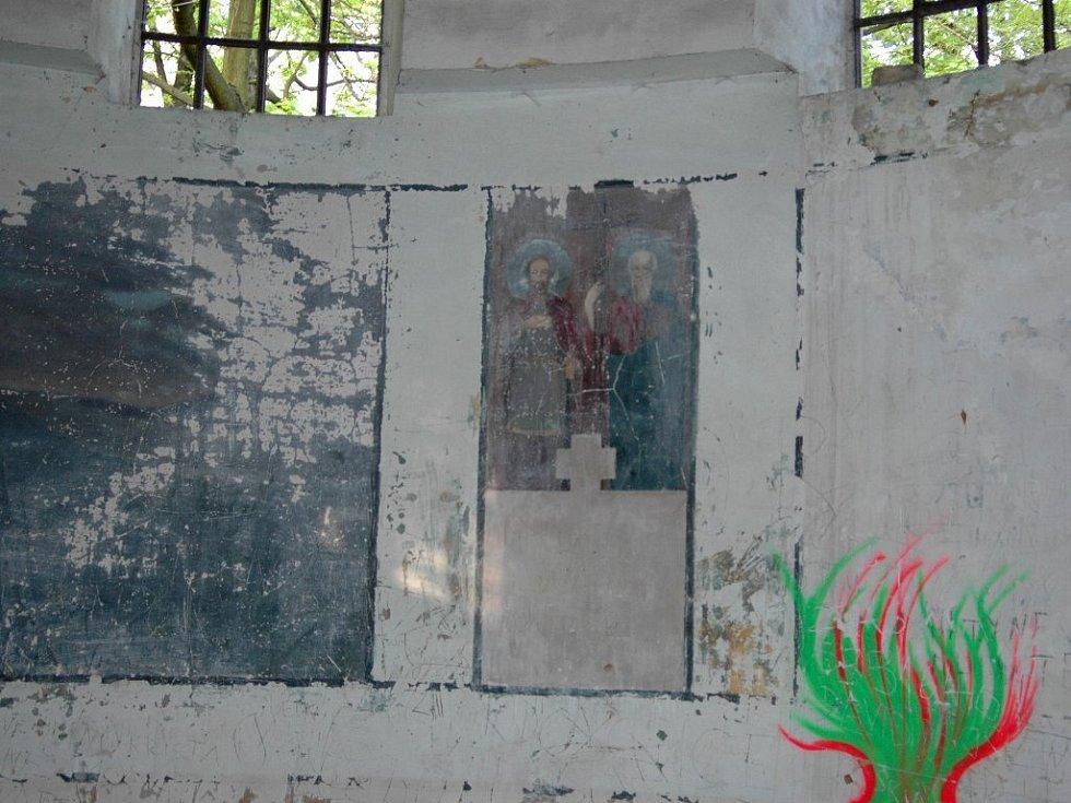 Vnitřní stěny jihoslovanského mauzolea.