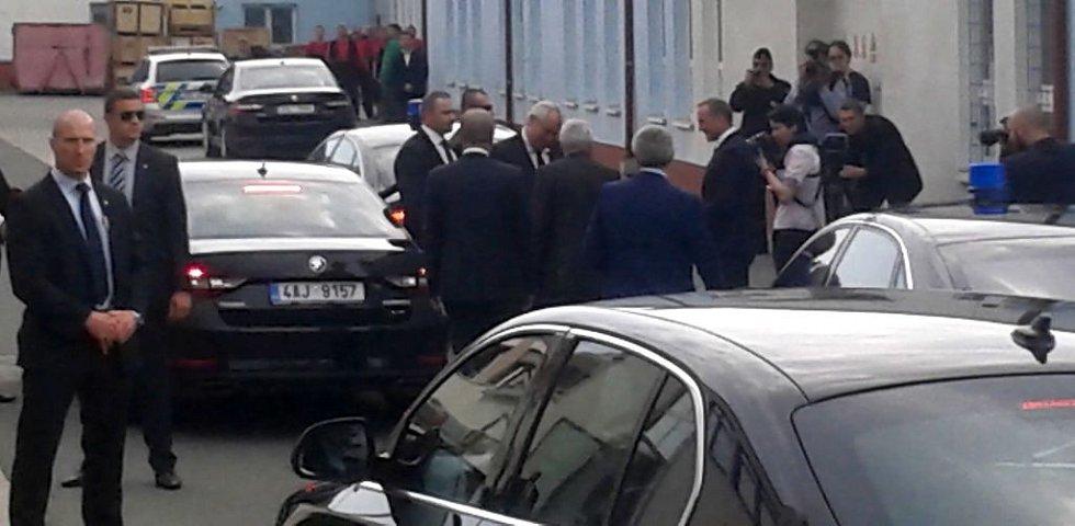 Prezident Zeman zahajuje páteční návštěvu kraje ve firmě ABO valve v Olomouci-Chomoutove