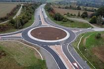 Nebezpečná křižovatka Na Horecku u Lipníka nad Bečvou se změnila v rondel