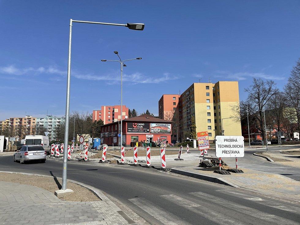 Okružní křižovatka ulic Věžní a Uničovské ve Šternberku, 1. dubna 2021