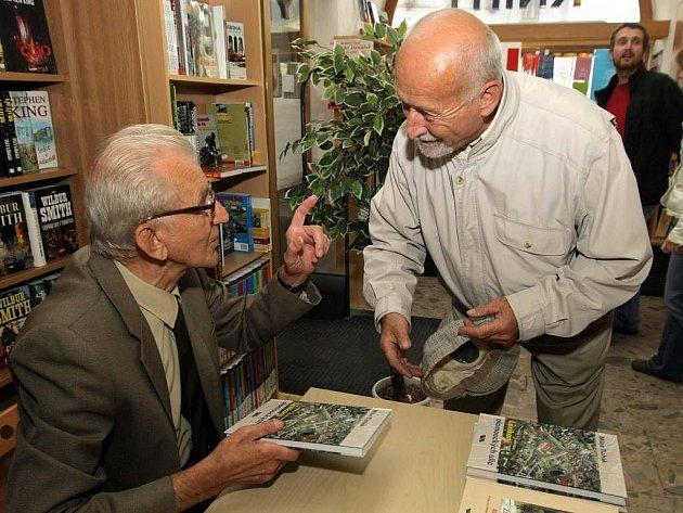 Milan Tichák na autogramiádě k vydání nové knihy o olomouckýh ulicích