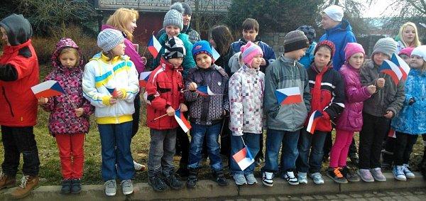 Děti vHradčanech čekají na příjezd prezidenta