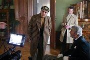 Natáčení pilotního dílu detektivního seriálu Případy pro Jáchyma Semiše na zámku v Čechách pod Kosířem. V hlavní roli Martin Donutil (vlevo)