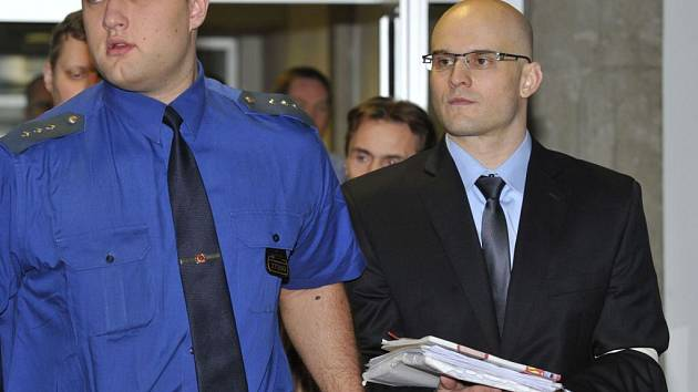 Soud se skupinou obžalovanou ze surového vydírání podnikatelů. Jeden z obžalovaných Pavel Flek.