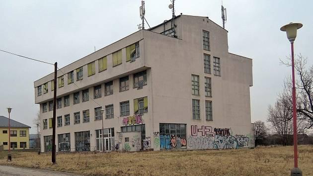 Chátrající budova patřící UP v Olomouci-Hejčíně