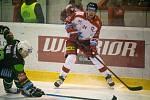 Hokejisté Olomouce (v bílém) porazili Karlovy Vary 2:1 po prodloužení