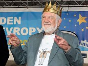 První polistopadový rektor Univerzity Palackého Josef Jařab byl v roce 2013 zvolen Králem majálesu