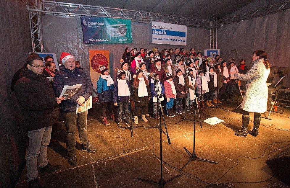 Česko zpívá koledy 2018 na Horní náměstí v Olomouci