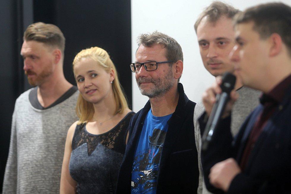 Promítání pilotního dílu seriálu Případy pro Jáchyma Semiše v Premiere Cinemas v Olomouci za účasti tvůrců. Druhá zleva herečka Lenka Haluzová (dříve Jurošková), vedle vpravo Radim Špaček a režisér Jan Haluza