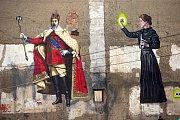 Marie Curie-Sklodowska od Dalibora Vybírala dělá společnost králi se selfie tyčí v proluce u Muzea umění v Denisově ulici v Olomouci