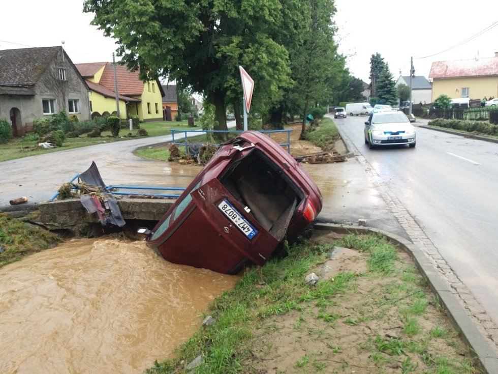 Následky přívalových dešťů v Šumvaldu na Uničovsku, 8. června 2020 ráno