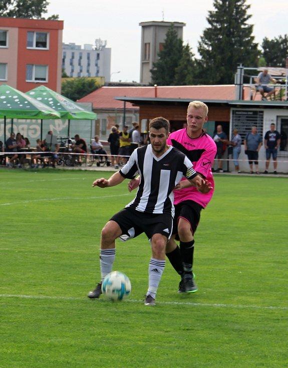 Hodolany (v černobílém) porazily Újezd 5:0. Pavel Mráček, Jan Rozsypal