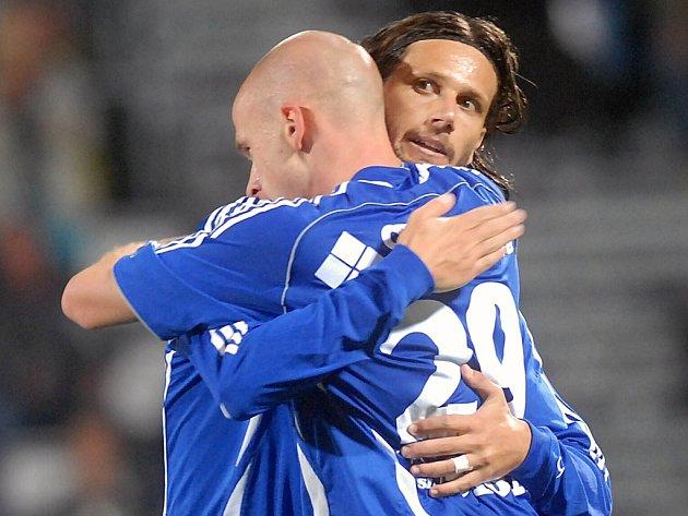 Díky! Hartig děkuje Melinhovi za gólovou přihrávku.