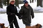 V lednu 2000 se Václav Havel ve známých lázních v Karlově Studánce na Jesenicku.  Na snímku s manželkou Dagmar při procházce.