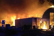 Požár skladovací a výrobní haly v olomoucké čtvrti Holice