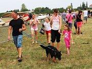 Přelet stíhaček, seskoky parašutistů, výstavu letounů a bohatý doprovodný program pro děti i dospělé nabídl tradiční Letecký den v Olomouci. Na letiště v Neředíně přilákal v sobotu stovky lidí.