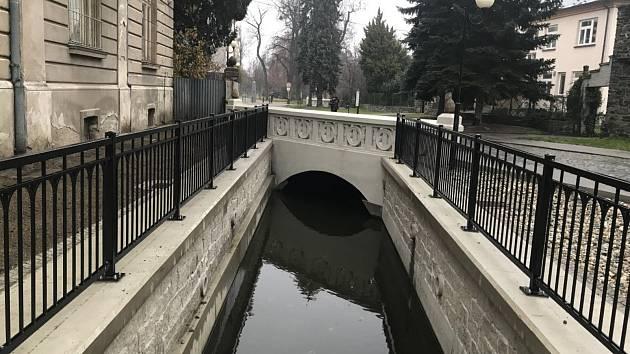 V Litovli na Radniční Moravě byla dokončena 2. etapa stavby, která řešila havarijní stav mostní konstrukce u Sochovy vily v ulici Husova a další úpravy.