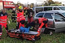 Při nehodě dodávky a osobního auta v obci Prosenice se zranili tři lidé