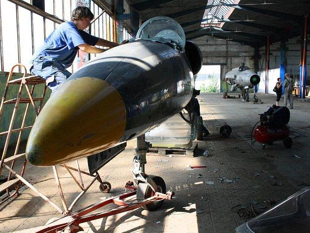 Ve starém hangáru v Neředíně bude muzeum letadel