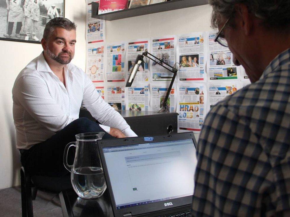 Obezitolog a tělovýchovný lékař Dalibor Pastucha při on-line rozhovoru se čtenáři Deníku