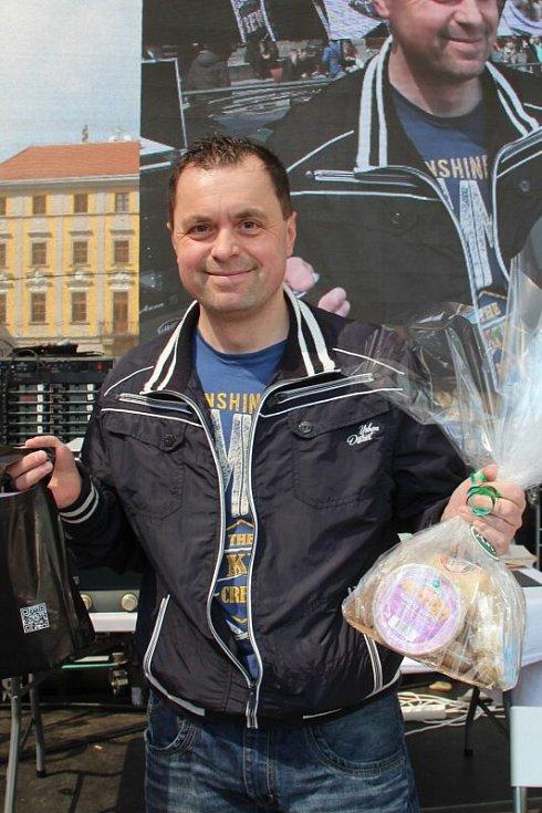 Vítěz soutěže v pojídání tvarůžků maxijedlík Jaroslav Němec z Bystré u Poličky. Tvarůžkový festival v Olomouci