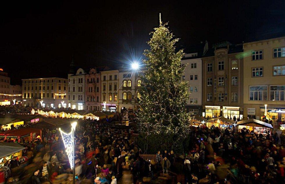 Rozsvěcení vánočního stromu v Olomouci. Dostal jméno Kryštůfek