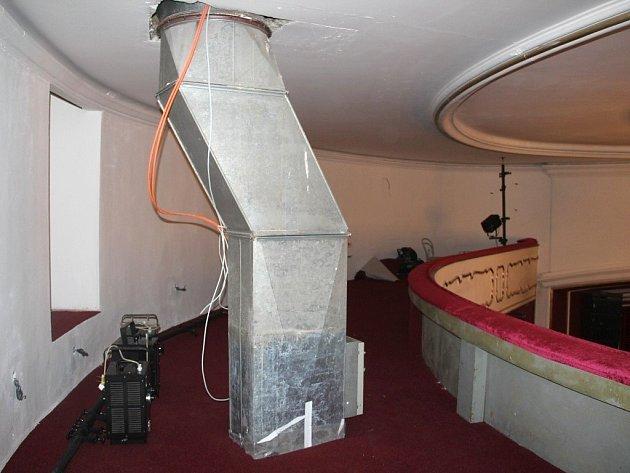 Během léta procházely v Moravském divadle Olomouc rekonstrukcí toalety za lóžemi a galerie