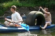 Vodáci a ochránci přírody čistili řeku Moravu