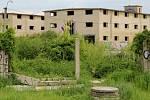 Opuštěný areál bývalých armádních skladů u Velkomoravské ulici v Olomouci