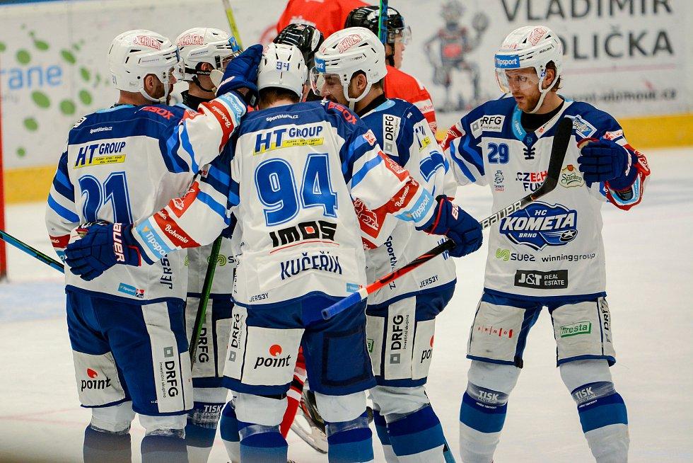 Hokejisté Mory (v červeném) v 37. kole extraligy proti Kometě Brno