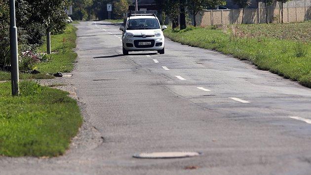 Silnice mezi Horkou nad Moravou a olomouckou částí Chomoutov