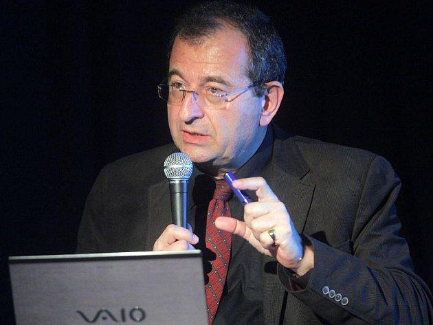 Psychiatr Cyril Höschl při startu festivalu AFO v Olomouci