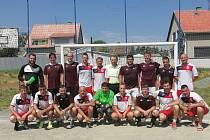 Sokol Mezice - FC Levotil (ve spodní řadě první žena v MF Olomouc Natálie Gnipová)
