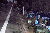 Nehoda kamionu s pivem na R35 u Rozvadovic