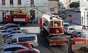 Historická tramvaj z roku 1930 se přidala k oslavám stého výročí republiky. Transport z vozovny na Horní náměstí komplikovala výška současné troleje.