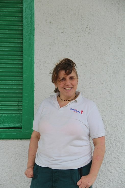 Zchátralou zemědělskou váhu v Příkazích Kateřina Rysová s manželem opravili. Výletníkům tam nabídnou točenou zmrzlinu.