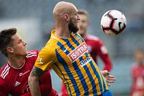 SFC Opava proti Sigmě Olomouc. Lukáš Kalvach (SK Sigma Olomouc), Tomáš Smola (SFC Opava).