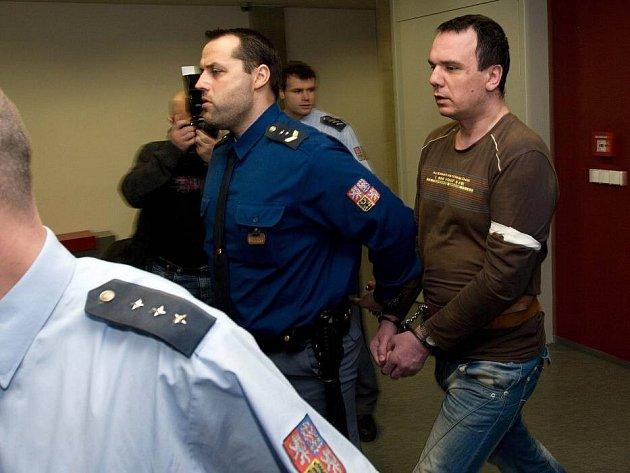 Obžalovaný Radek Chytil u krajského soudu, řešící 16 let starou vraždu učitelky v Mohelnici