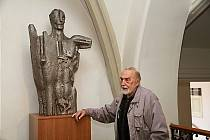 Zdeněk Přikryl v roce 2015 při odhalení sochy Don Quijote v budově olomoucké radnice.